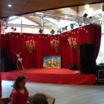 Scène de spectacle dans l'accueil